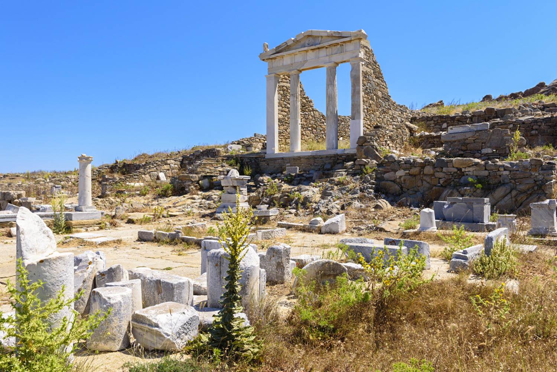Is Delos worth visiting?